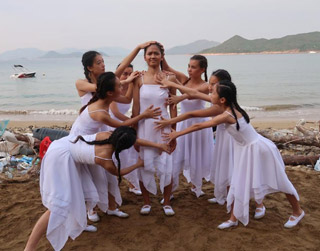 Tiger Frame: 8 young dancers performing at a beach for plastic waste awareness.